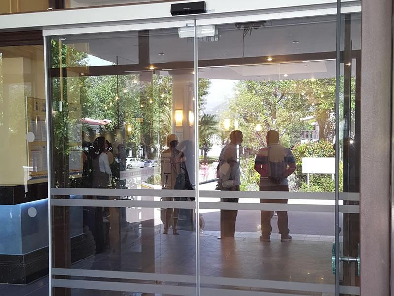 Αυτόματες Γυάλινες Πόρτες - XENOTEL GROUP